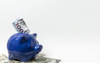 Aide aux e-commerçants -Tirelire avec des billets